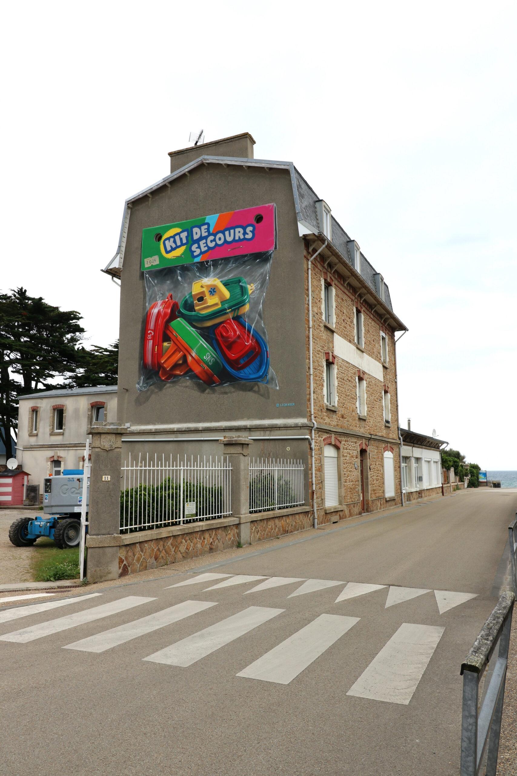 """""""Kit de Secours"""" by Leon Keer in Plougasnou, France"""